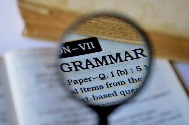 Con lupa Grammar