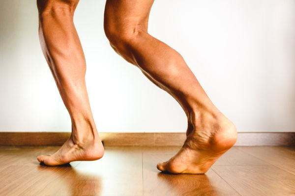 musculos-del-pie-funciones-pierna-istock