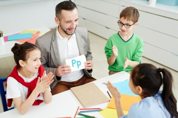 repaso-lengua-5o-primaria-temario-alumnos-profesor-letra-p-istock
