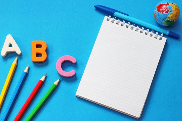 repaso-lengua-5o-primaria-temario-cuaderno-lapices-abc-istock