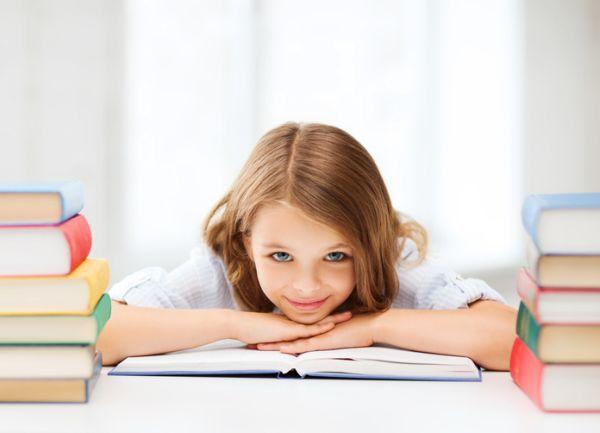 repaso-lengua-6o-primaria-temario-nina-ojos-azules-entre-libros-istock