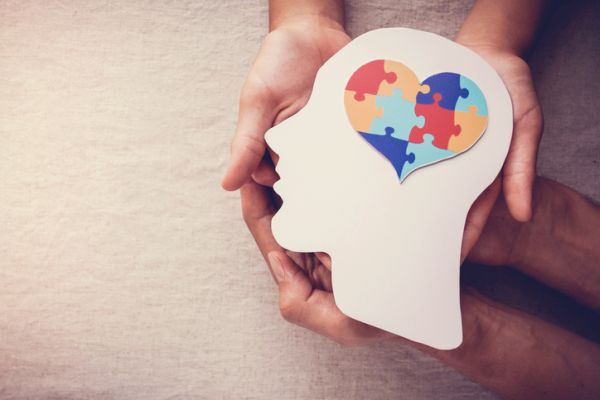 Puzzle y corazón en la mente