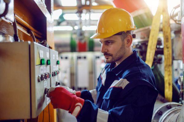 Trabajador de energía eléctrica