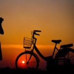Fotografiando bicicleta al anochecer