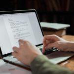 Escribiendo en portátil