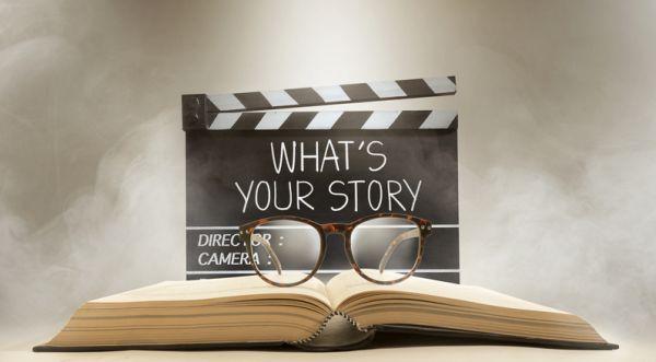 Regleta de cine con gafas para leer historia